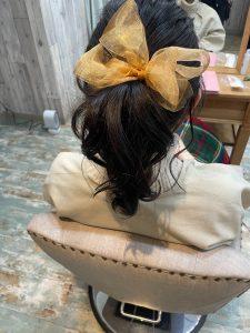 ダークトーンカラーには可愛いヘアアレンジを(^-^)